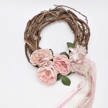 Ξύλινο στεφάνι με λουλούδια