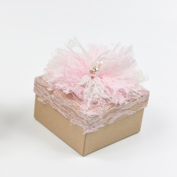 Μπομπονιέρα κουτί τετράγωνο με δαντέλα ροζ 8x8x5cm