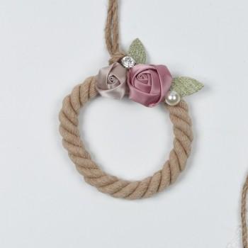 Κρεμαστή μπομπονιέρα με σκοινί και υφασμάτινα ροζ λουλούδια 10x20cm