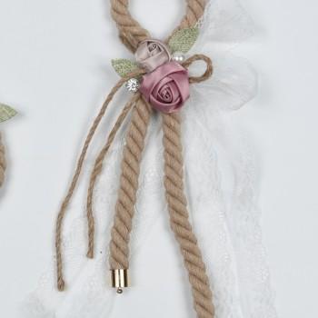Κρεμαστή μπομπονιέρα με σκοινί και υφασμάτινα ροζ λουλούδια 16*25cm