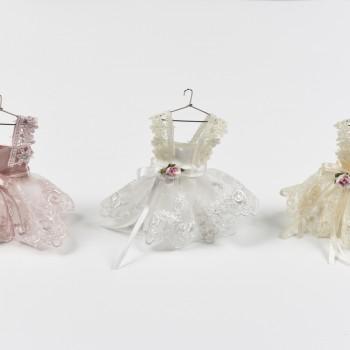 Κρεμαστή μπομπονιέρα  φόρεμα με δαντέλα και κορδέλες