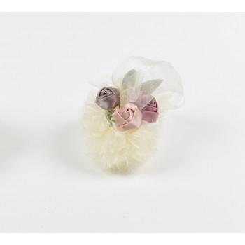 Κρεμαστή μπομπονιέρα  από τούλι και λουλούδια υφασμάτινα 15cm