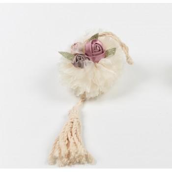 Κρεμαστή μπομπονιέρα  από τούλι με κρόσια  και λουλούδια υφασμάτινα 27cm