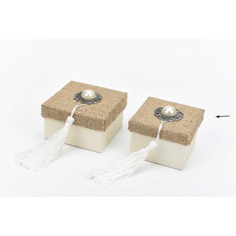 Κουτί μπομπονιέρας με λινάτσα και μοτίφ  7x7x5cm