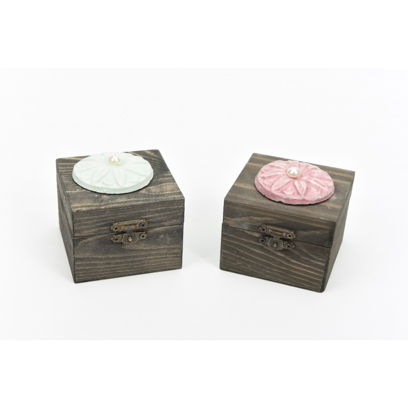 Κουτί μπομπονιέρας  ξύλινο με μοτίφ και πέρλα 8x8x6cm