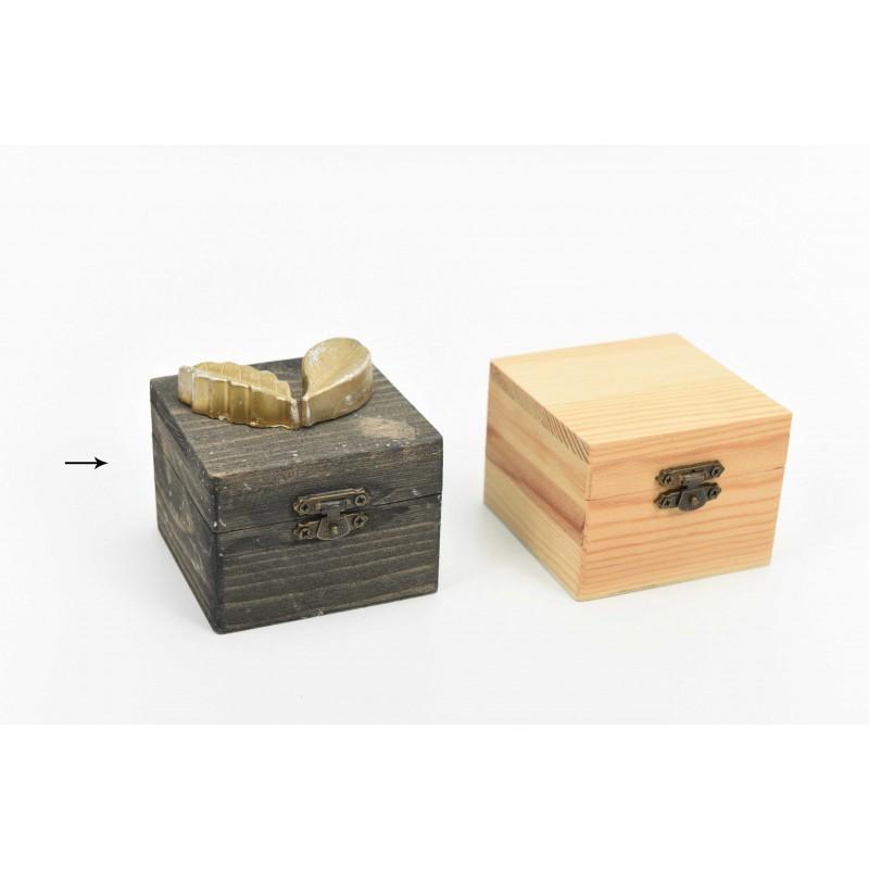 Κουτί μπομπονιέρας  με μοτίφ χρυσά φύλλα   8x8x6cm